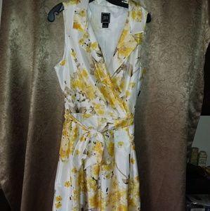JH flowered dress size 18 NWT